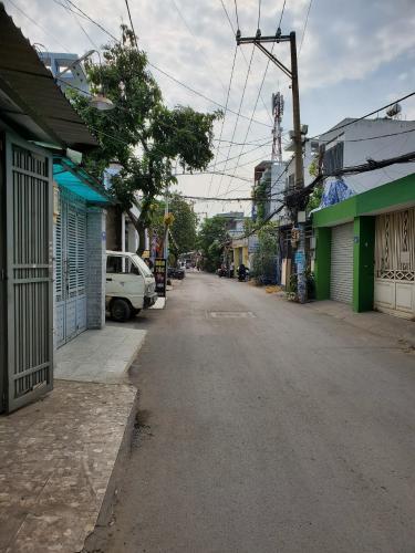 Đường hẻm văn phòng đường số 51, Gò Vấp Văn phòng hẻm xe tải, có mặt tiền rộng để xe, 144m2.