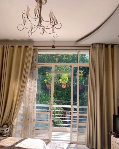 Không gian nhà phố Quận Bình Tân Nhà phố mặt tiền đường 30 hướng Đông có sân thượng, đầy đủ nội thất.