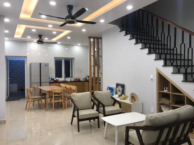 Nhà phố Vành Đai Trong, Quận 9 Nhà phố hướng Đông Nam, trong khu dân cư hiện đại nhiều tiện ích.