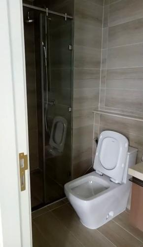 toilet Vinhomes Golden River Office-tel Vinhomes Golden River tầng trung, view sông 2PN
