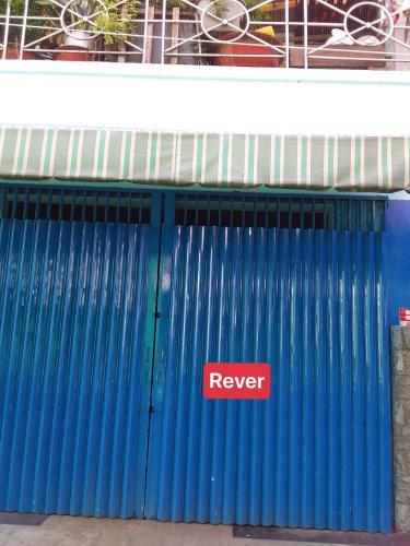 Chính diện nhà phố Quận 4 Bán nhà hẻm xe tải đường Nguyễn Tất Thành, sổ hồng chính chủ, vị trí đắc địa.