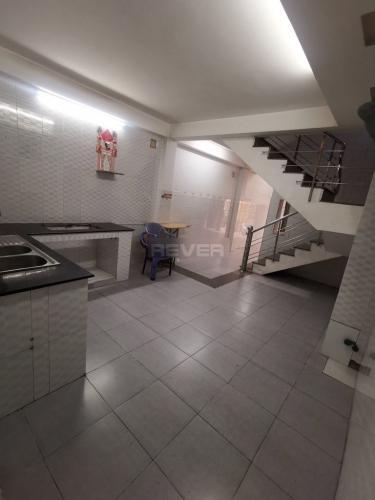 Phòng bếp nhà phố Quận 11 Nhà phố Quận 11 hướng Đông Bắc, diện tích sử dụng 185m2.