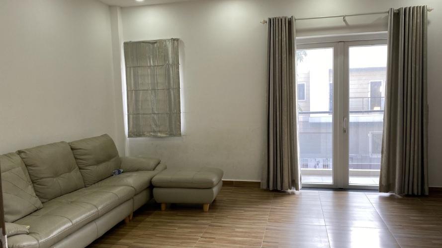 Phòng khách nhà phố Quận 9 Nhà phố KDC Mega Residence Quận 9 hướng Đông, đầy đủ nội thất.
