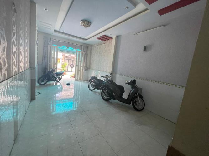 Nhà phố Quận Bình Tân Nhà đường Hương Lộ 2 hướng Đông, kết cấu 1 trệt 2 lầu, không nội thất.