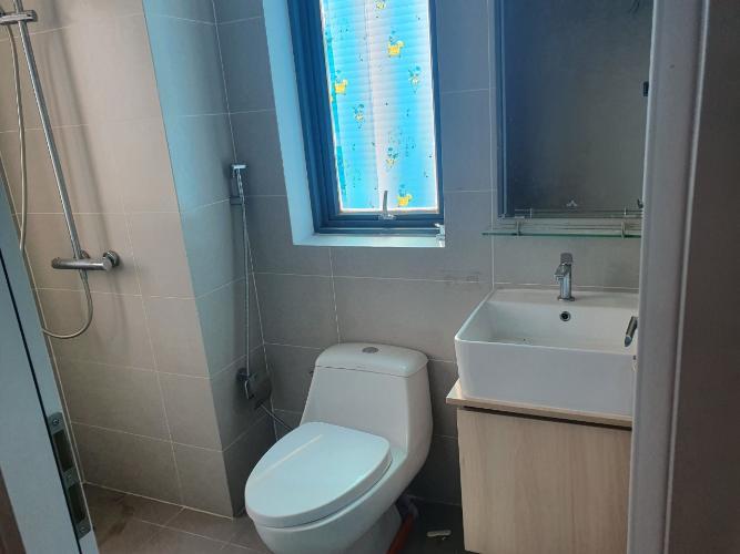 Phòng tắm D-Vela, Quận 7 Căn hộ D-Vela tầng trung, ban công đón gió mát.