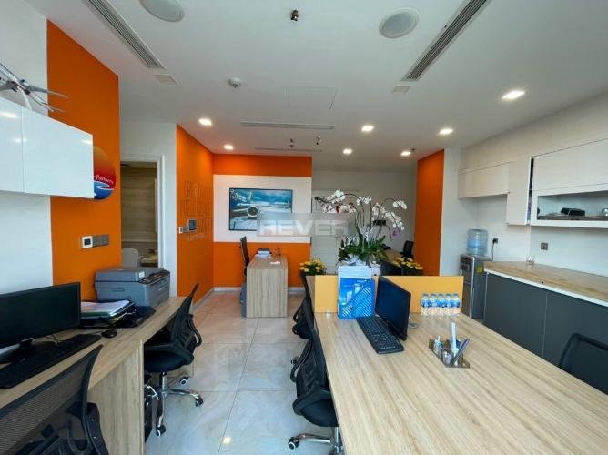 Office-tel Vinhomes Golden River tầng 3, đầy đủ nội thất hiện đại.