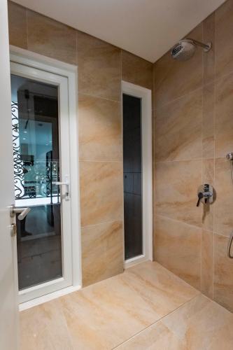 Phòng tắm , Căn hộ Léman Luxury Apartment , Quận 3 Căn hộ tầng 8 Léman Luxury Apartments hướng Tây Bắc, đầy đủ nội thất.