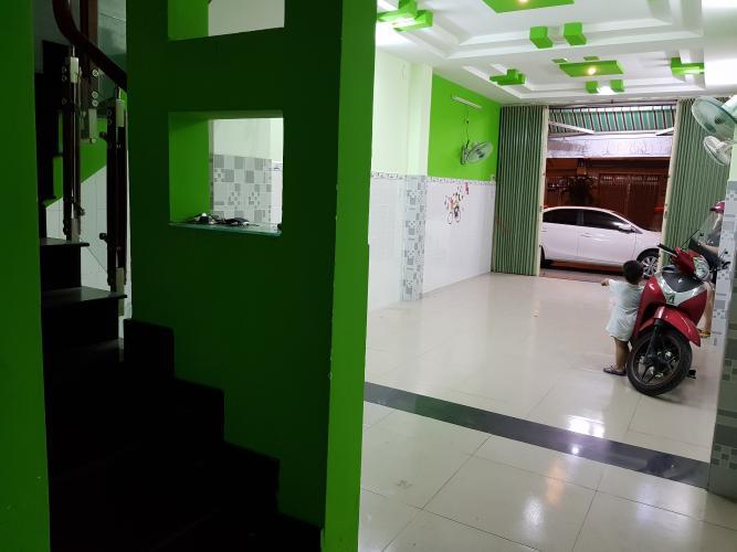 Phòng khách nhà phố Quận Bình Tân Nhà phố mặt tiền đường số 4 diện tích sử dụng 320m2, nội thất cơ bản.