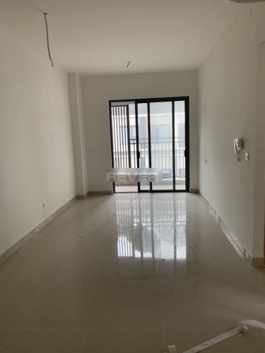Phòng khách căn hộ Sunrise Cityview Căn hộ Sunrise CityView ban công Đông Nam, trang bị nội thất cơ bản.