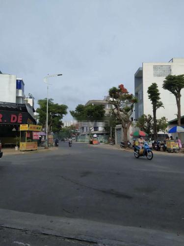 Đường trước nhà phố Quận 2 Nhà phố diện tích 150m2 vuông vức, cách chợ Tân lập chỉ 500m.