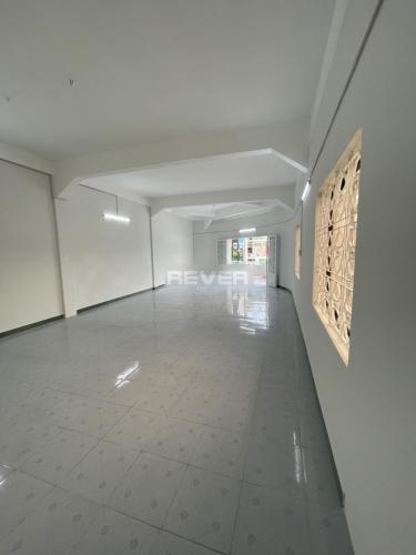 Căn hộ có 4 phòng ngủ 360 Hồng Bàng, không có nội thất.