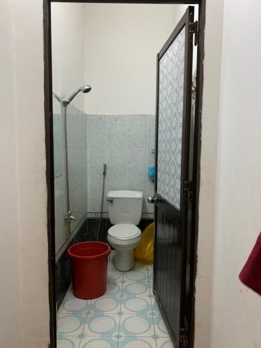 Toilet nhà phố Âu Dương Lân, Quận 8 Nhà phố hướng Tây Bắc, khu dân cư an ninh, hiện hữu lâu đời.