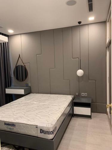 Phòng ngủ Vinhomes Golden River, Quận 1 Căn hộ Vinhomes Golden River tầng cao, đầy đủ nội thất.