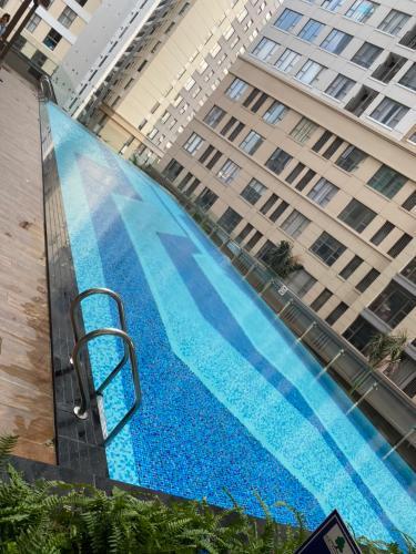 Hồ bơi Saigon Royal, Quận 4 Căn hộ Saigon Royal tầng cao view Bitexco, nội thất đầy đủ.