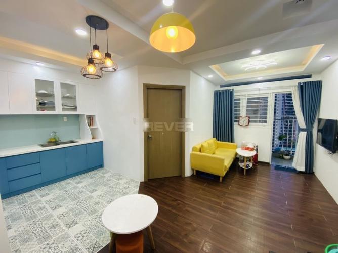 Căn hộ Ehomes S được lót toàn bộ sàn gỗ, đầy đủ nội thất hiện đại.