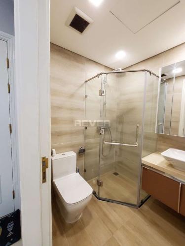 Phòng tắm Vinhomes Golden River, Quận 1 Căn hộ Vinhomes Golden River hướng Đông Nam, view sông.