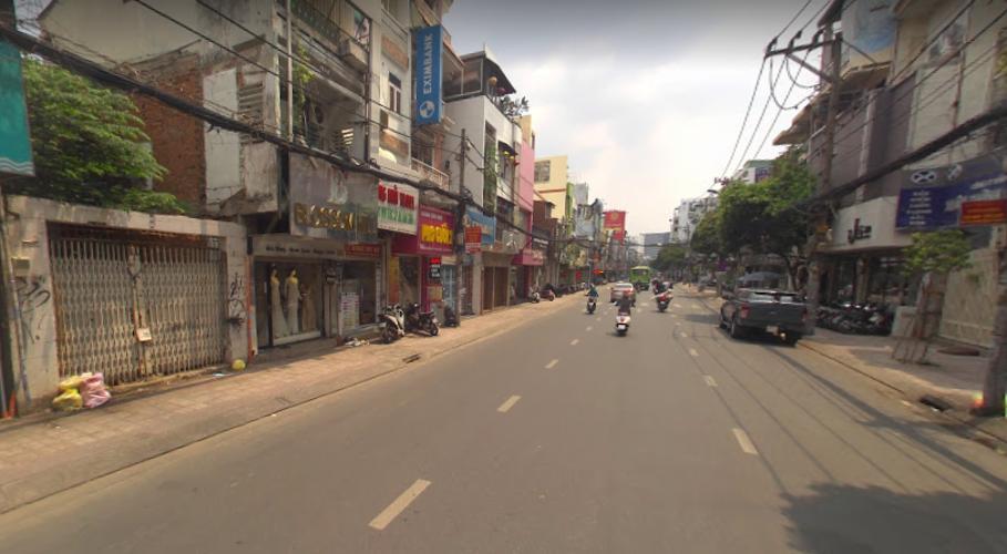 Đường trước mặt bằng kinh doanh Quận Phú Nhuận  Mặt bằng kinh doanh Quận Phú Nhuận diện tích 50m2, nội thất cơ bản.