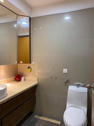 Toilet căn hộ Saigon Pearl Căn hộ Saigon Pearl view thành phố sầm uất, đủ tiện nghi.
