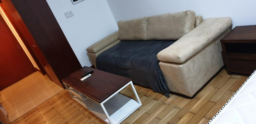 bộ bàn sofa Căn hộ The Manor hướng Tây, nội thất đầy đủ tiện nghi.