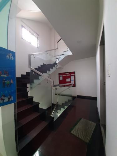 Cầu thang nhà phố Nhà phố mặt tiền diện tích 630m2 hướng Nam, thích hợp kinh doanh.