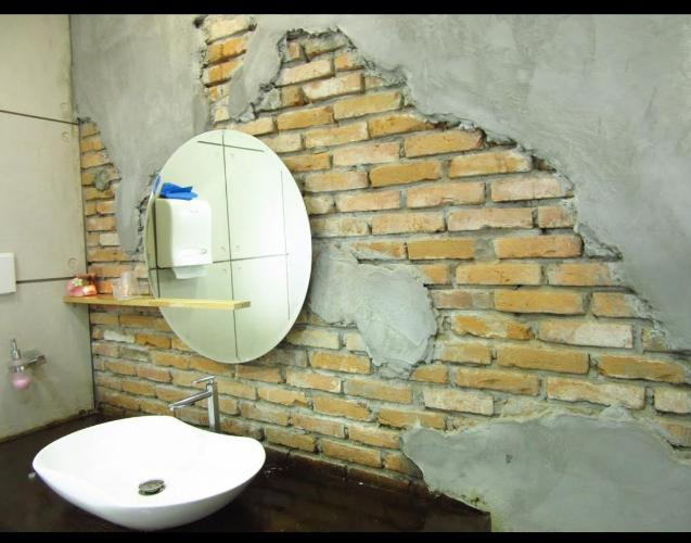 Phòng tắm nhà phố Quận 1 Nhà phố Quận 1 diện tích sử dụng 535m2 nội thất cơ bản, sổ hồng riêng.