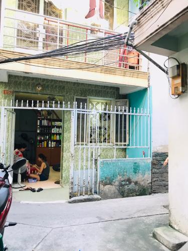 Hẽm sau nhà phố Quận 1  Nhà phố đường hẻm  Trần Quang Khải, sổ hồng đầy đủ, diện tích đất 28.6m2.