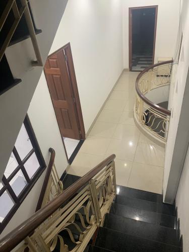 Nhà mặt tiền Phú Nhuận, diện tích rộng, nội thất cơ bản.