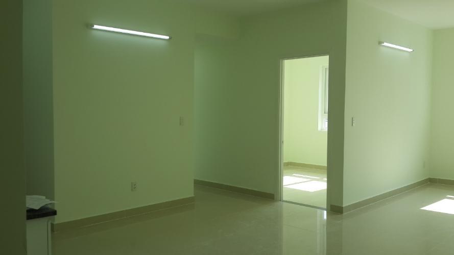 Căn hộ Topaz City tầng cao, 3 phòng ngủ, nội thất cơ bản.