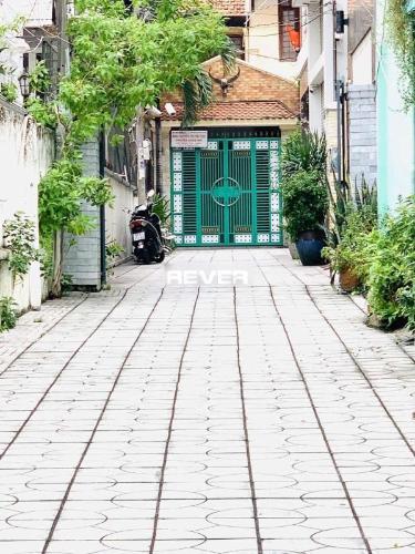 Nhà phố Quận Bình Thạnh Nhà phố thiết kế hiện đại có sân vườn trước sau, diện tích 58m2.