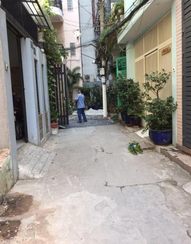 Hẻm nhà phố Nhà phố hướng cửa Tây Nam hẻm xe máy, diện tích đất 18m2.