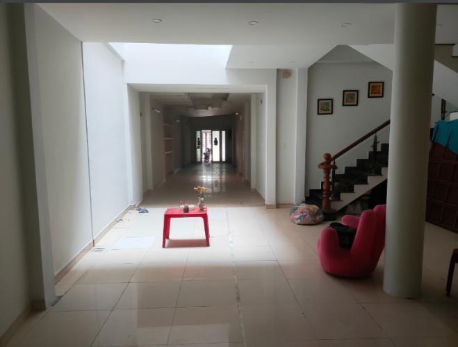 Phòng khách nhà phố Quận Tân Bình Nhà phố 2 mặt tiền hẻm Quận Tân Bình hướng Tây Nam, có sổ đỏ.