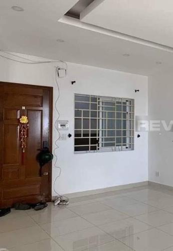 Căn hộ góc Chung cư H2 Hoàng Diệu có 3 phòng ngủ, nội thất cơ bản.