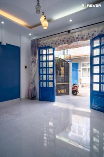 Bên trong nhà phố đường Huỳnh Tấn Phát, Nhà Bè Nhà phố trung tâm thị trấn Nhà Bè hướng Tây Nam, hẻm trước rộng 6m.