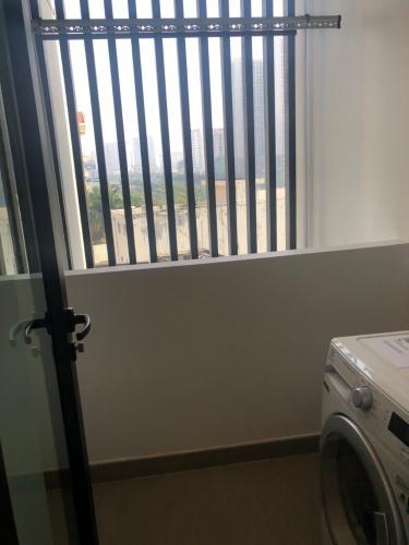 Ban công căn hộ D1 Mension Căn hộ D1 Mension đầy đủ nội thất tiện nghi, view nội khu yên tĩnh.