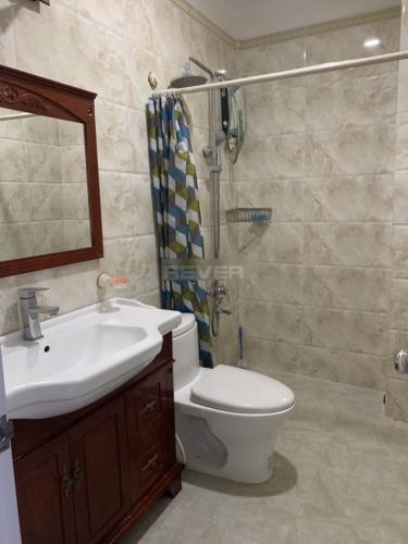 Phòng tắm nhà phố Bình Thạnh Nhà phố Bình Thạnh hẻm 7m hướng Tây Bắc, diện tích sử dụng 175m2.