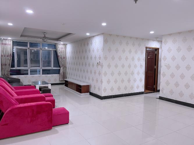 Căn hộ Hoàng Anh Giai Việt tầng 18 thiết kế kỹ lưỡng, nội thất cơ bản.