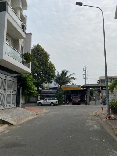 Đường nhà phố Trần Trọng Cung, Quận 7 Nhà phố diện tích 120m2 mặt tiền đường, sổ hồng riêng.