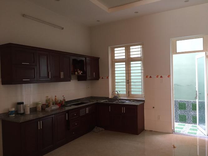 Bếp Nhà phố quận 9 Nhà mặt tiền hẻm Nguyễn Văn Tăng nội thất cơ bản, hẻm xe hơi.