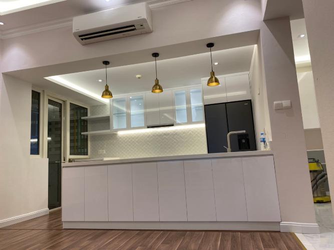 Căn hộ có 3 phòng ngủ Saigon Pearl tầng 15, đầy đủ nội thất.