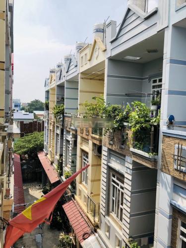 View ban công nhà phố Trương Đình Hội, Quận 8 Nhà phố diện tích 38.5m2, thiết kế kỹ lưỡng cùng gam màu xanh mát.