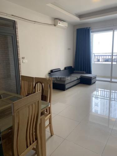 Căn hộ RichStar tầng trung có 3 phòng ngủ, đầy đủ nội thất hiện đại.