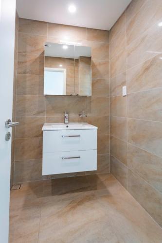 Phòng tắm , Căn hộ Léman Luxury Apartment , Quận 3 Căn hộ tầng 9 Léman Luxury Apartments view thoáng mát, đầy đủ nội thất.