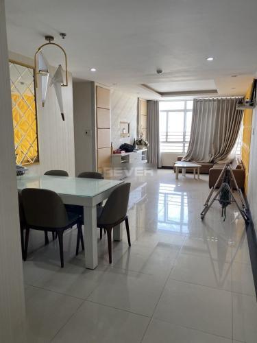 Căn hộ Chánh Hưng Giai Việt đầy đủ nội thất, view Đông Nam.