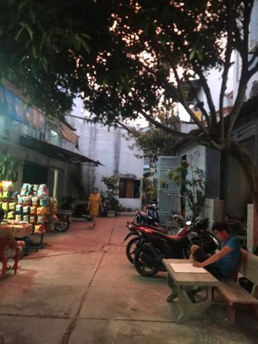 Đường trước nhà phố Quận Bình Tân Nhà phố diện tích 64m2 kết cấu 1 trệt 1 lửng đúc, không nội thất.