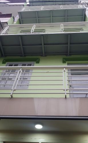 Nhà phố gần ngã 4 Hàng Xanh, kết cấu 1 trệt 4 lầu không có nội thất.