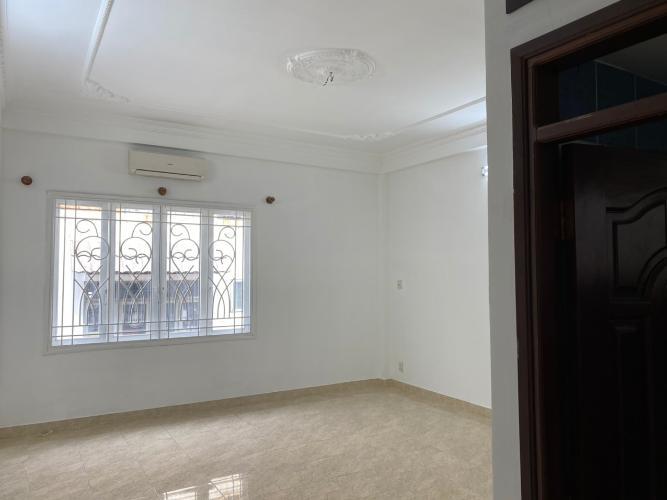 Bên trong nhà phố Trần Trọng Cung, Quận 7 Nhà phố diện tích 120m2 mặt tiền đường, sổ hồng riêng.