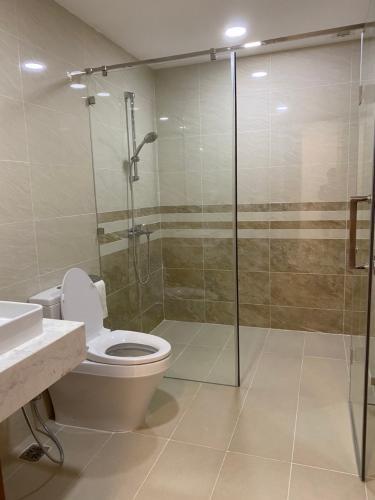 Phòng tắm Saigon Royal, Quận 4 Căn hộ Saigon Royal tầng cao view Bitexco, nội thất đầy đủ.