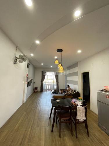 Căn hộ chung cư Phú Lợi 1 hướng Đông, đầy đủ nội thất.