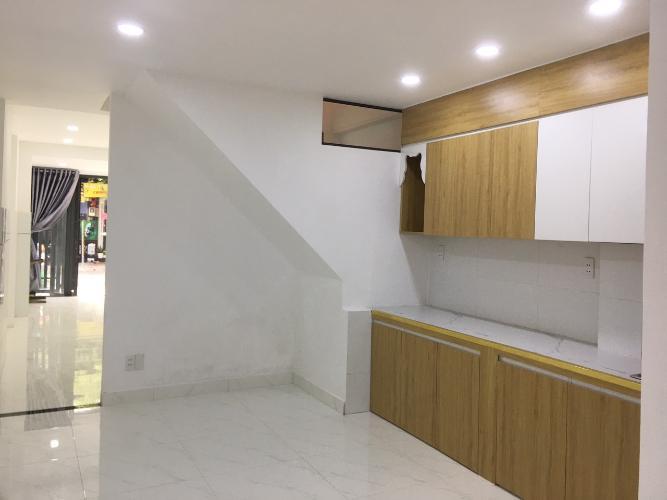 Phòng bếp nhà phố Nhà phố Gò Vấp gần mặt tiền đường Quang Trung, hướng cửa Tây Nam.