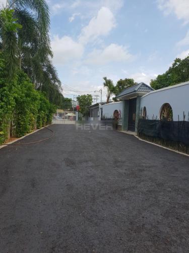 Đường vào kho quận 12 Nhà phố mặt tiền đường hướng Nam, có chỗ đậu xe tải.